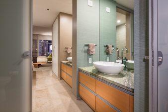 Modern Las Vegas Hi-rise Condo, Bath – 2014